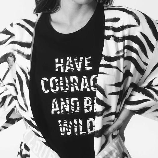 """T-Shirt mit 1/2 Arm Schwarz """"have courage"""""""