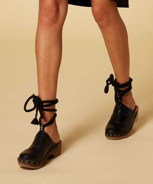 Clogs aus Leder mit abnehmbaren Fesselriemen Schwarz