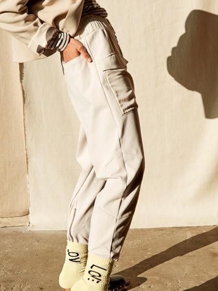 Hose aus Jersey mit aufgesetzten Taschen in light Safari