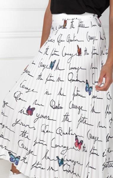 Quantum Courage Faltenrock in Weiß mit Schmetterlinge und Schriftzug
