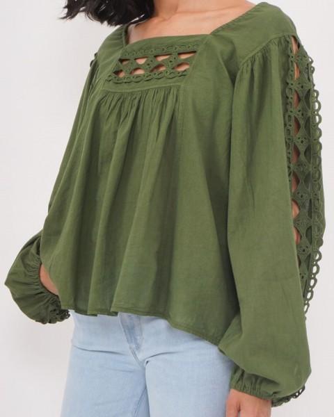 Bluse mit Spitze am Ausschnitt in Khaki